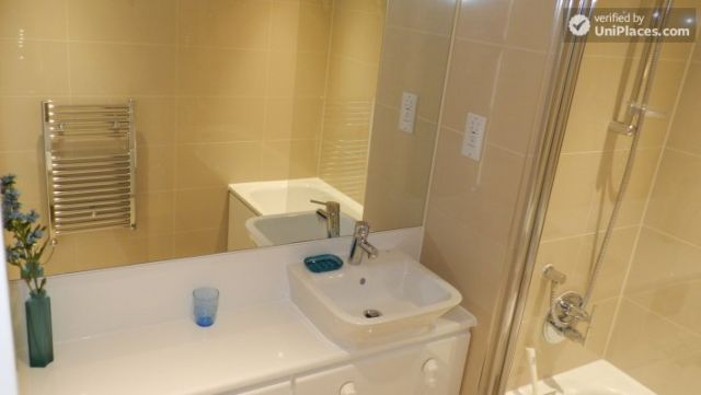 Rooms available - Modern 2-bedroom apartment by Deptford Creek in Greenwich 10 Image