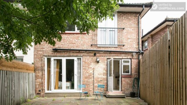 Twin Bedroom (Room 2) - Homely 6-bedroom house in suburban Acton 8 Image
