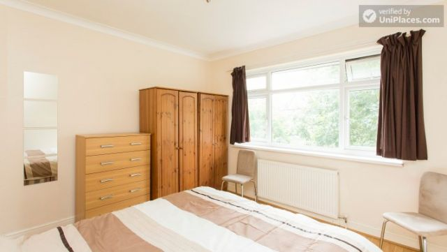 Twin Bedroom (Room 2) - Homely 6-bedroom house in suburban Acton 12 Image