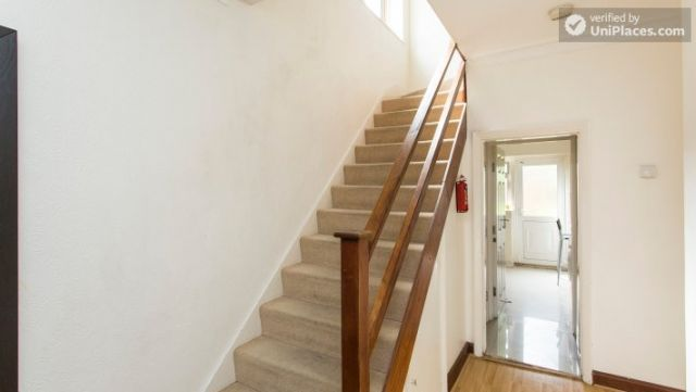 Twin Bedroom (Room 2) - Homely 6-bedroom house in suburban Acton 10 Image