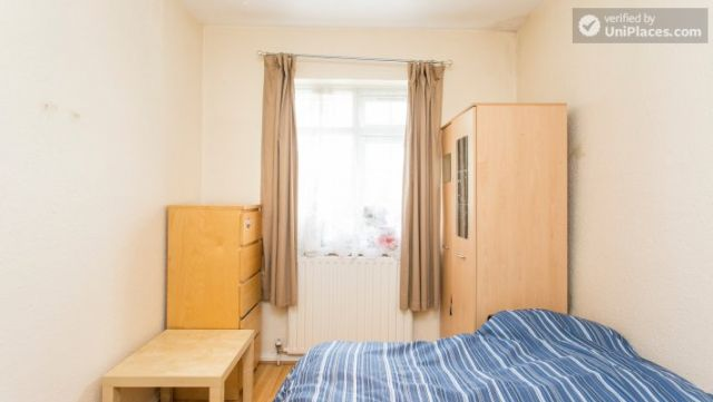 Twin Bedroom (Room 2) - Homely 6-bedroom house in suburban Acton 3 Image