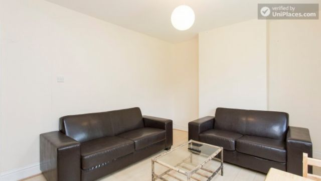 Double Bedroom (Room 5) - 5-Bedroom house with garden near White City 5 Image
