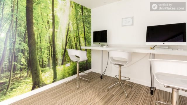 Ensuite Private Room (Room 2) - Fancy residence for students in famous King's Cross area 11 Image