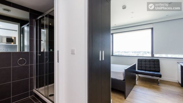 Ensuite Private Room (Room 2) - Fancy residence for students in famous King's Cross area 6 Image