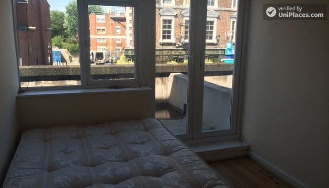 Double Bedroom (Room D) - 5-Bedroom house located right next to Weavers Fields park in Bethnall Green 3 Image