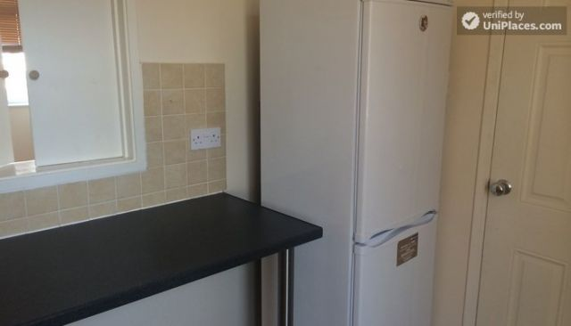 Double Bedroom (Room D) - 5-Bedroom house located right next to Weavers Fields park in Bethnall Green 5 Image