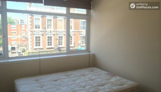 Double Bedroom (Room D) - 5-Bedroom house located right next to Weavers Fields park in Bethnall Green 10 Image