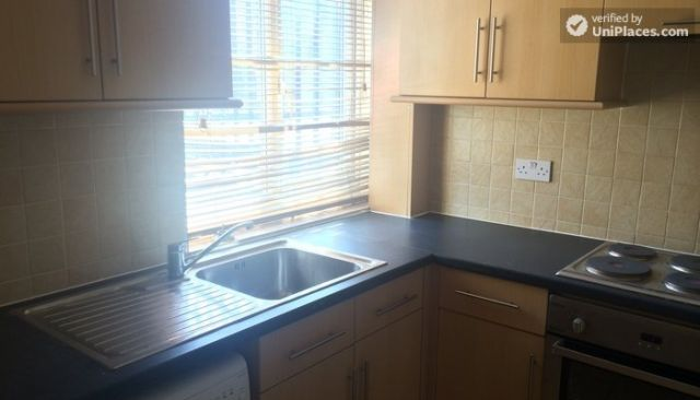 Double Bedroom (Room D) - 5-Bedroom house located right next to Weavers Fields park in Bethnall Green 6 Image