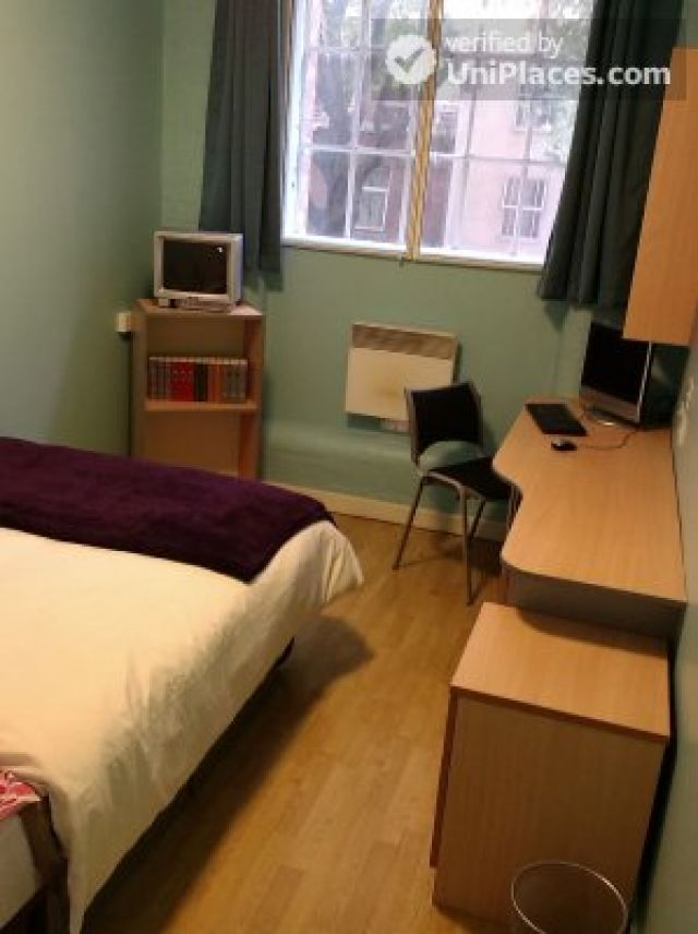 Large Single Ensuite Bedroom - Fantastic student residence in the city of Nottingham 9 Image