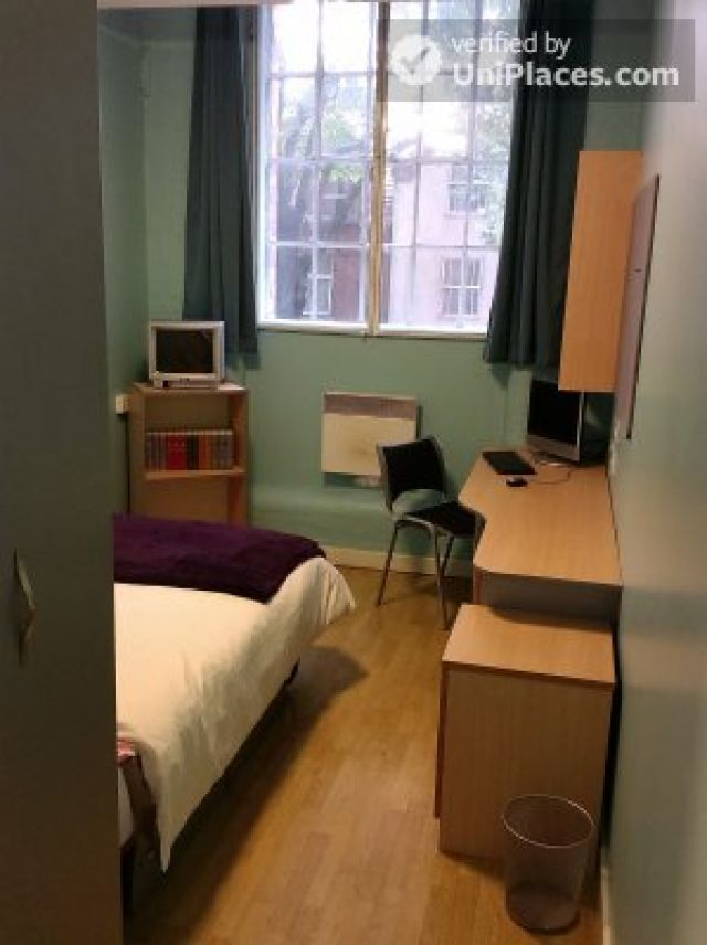 Large Single Ensuite Bedroom - Fantastic student residence in the city of Nottingham 5 Image