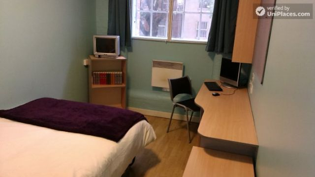 Large Single Ensuite Bedroom - Fantastic student residence in the city of Nottingham 7 Image