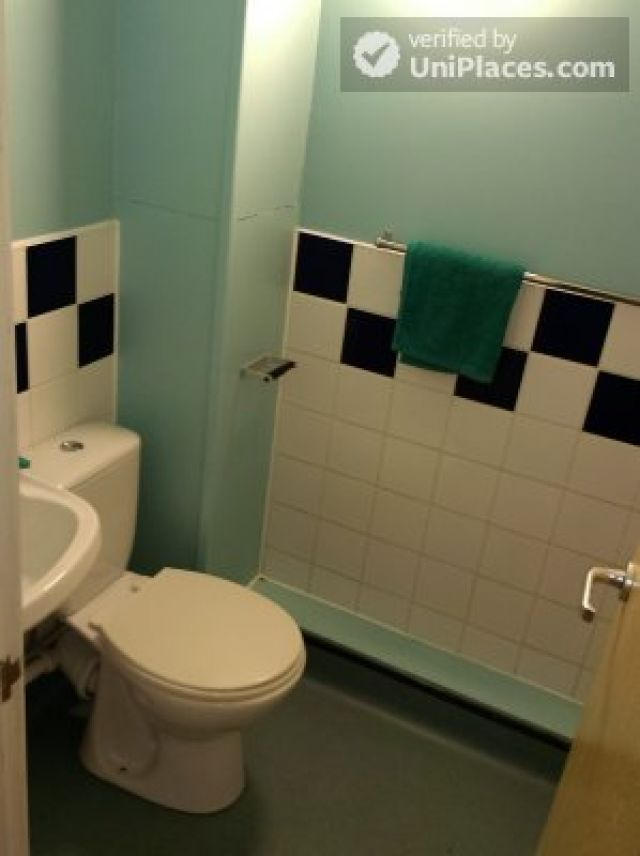 Large Single Ensuite Bedroom - Fantastic student residence in the city of Nottingham 6 Image