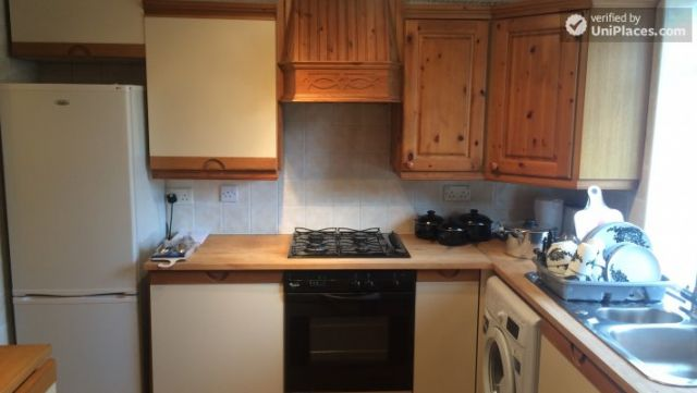 Single Bedroom (Room A) - Bright 3-bedroom apartment in residential Maida Vale 9 Image