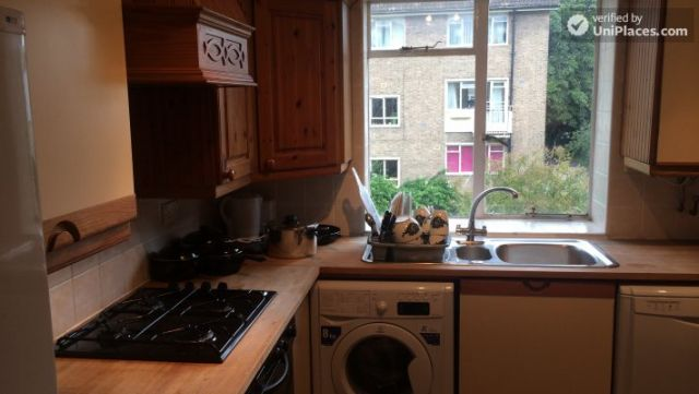 Single Bedroom (Room A) - Bright 3-bedroom apartment in residential Maida Vale 6 Image