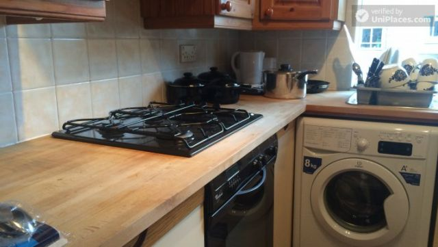 Single Bedroom (Room A) - Bright 3-bedroom apartment in residential Maida Vale 7 Image