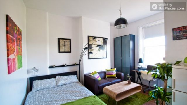 Compact studio apartment near Brick Lane 9 Image