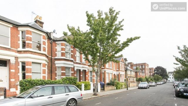 Double Bedroom (Room 1) - Refurbished 3-bedroom apartment in commercial White City 7 Image
