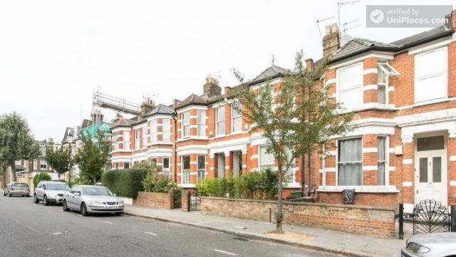 Double Bedroom (Room 1) - Refurbished 3-bedroom apartment in commercial White City 9 Image