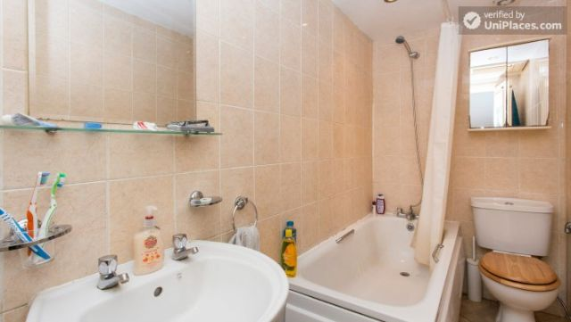 Double Bedroom (Room 1) - Refurbished 3-bedroom apartment in commercial White City 3 Image