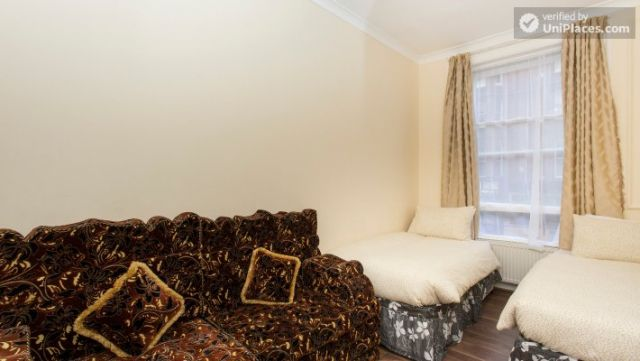 Double Bedroom (Room 1) - Cosy 2-bedroom apartment near Kensington Gardens 4 Image