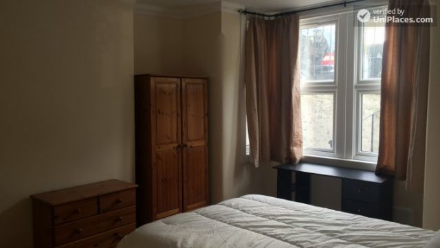 Single Bedroom (Room C) - Nice 5-bedroom house in well-connected Cubitt Town 9 Image