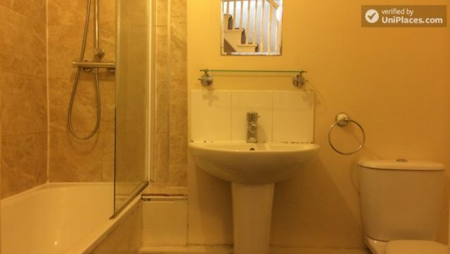 Rooms available - Nice 5-bedroom house in well-connected Cubitt Town 12 Image