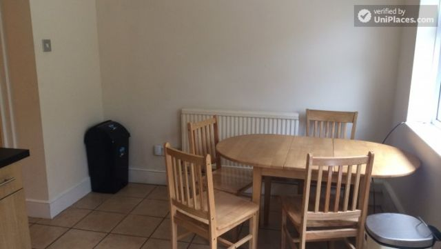 Rooms available - Nice 5-bedroom house in well-connected Cubitt Town 7 Image