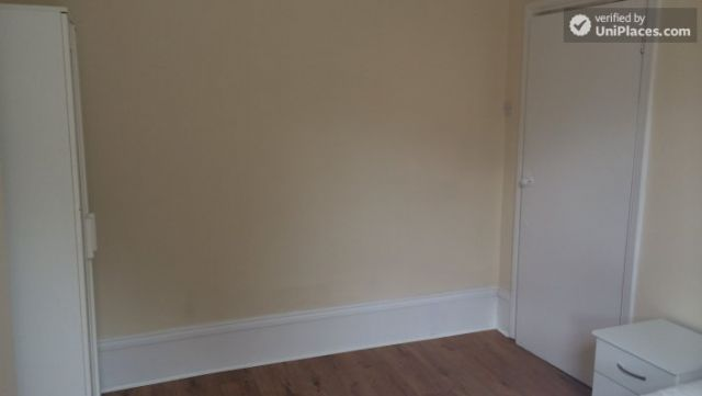 Rooms available - Nice 5-bedroom house in well-connected Cubitt Town 5 Image