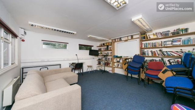 Bunk Bedroom (Room 1) - Remarkable 3-bedroom apartment in a student residence in Earl's Court 11 Image