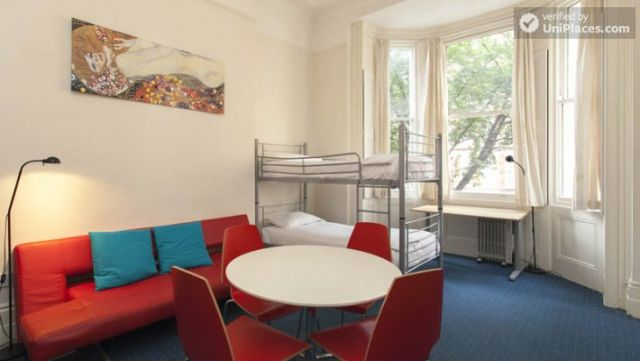 Bunk Bedroom (Room 3) - Awesome 3-bedroom apartment in a student residence in Earl's Court 9 Image