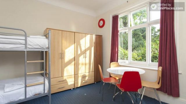 Bunk Bedroom (Room 3) - Awesome 3-bedroom apartment in a student residence in Earl's Court 3 Image
