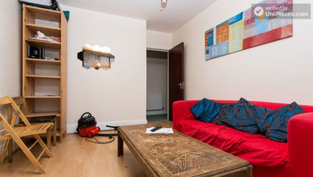 Rooms available - Attractive 5-bedroom student house in Headingley, Leeds 10 Image