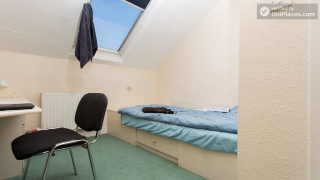 Rooms available - Attractive 5-bedroom student house in Headingley, Leeds 3 Image