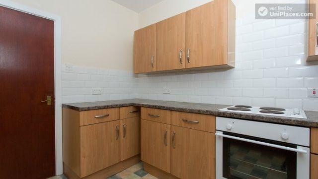 Single Bedroom (Room 5) - Inviting 5-bedroom house in Headingley, leeds 11 Image