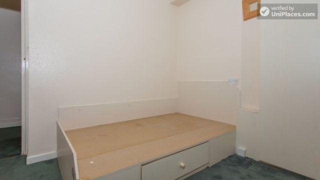 Single Bedroom (Room 5) - Inviting 5-bedroom house in Headingley, leeds 5 Image