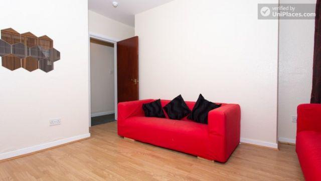 Single Bedroom (Room 5) - Inviting 5-bedroom house in Headingley, leeds 8 Image
