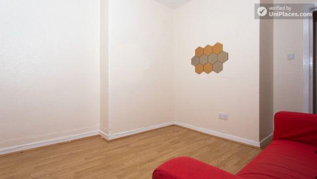 Single Bedroom (Room 5) - Inviting 5-bedroom house in Headingley, leeds 12 Image