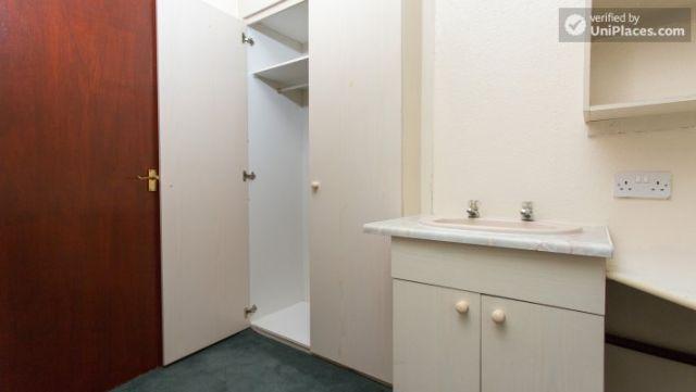 Single Bedroom (Room 5) - Inviting 5-bedroom house in Headingley, leeds 6 Image