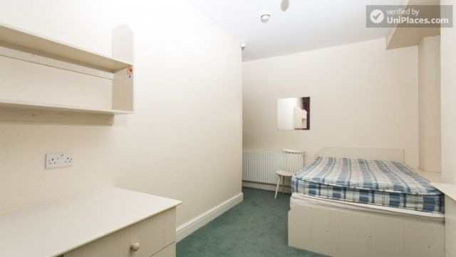 Rooms available - 5-Bedroom student house in Headingley, Leeds 9 Image