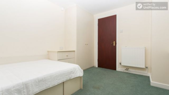 Rooms available - 5-Bedroom student house in Headingley, Leeds 11 Image