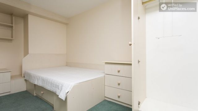 Rooms available - 5-Bedroom student house in Headingley, Leeds 7 Image