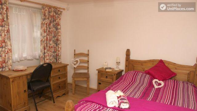 Double Bedroom (Room 3) - Elegant 3-bedroom house in Saint Ann's, Nottingham 6 Image