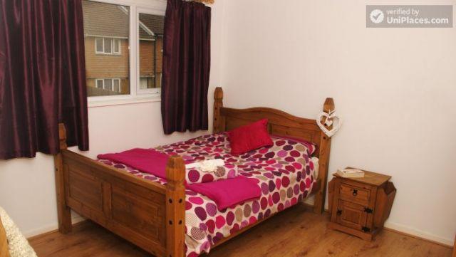 Double Bedroom (Room 3) - Elegant 3-bedroom house in Saint Ann's, Nottingham 7 Image