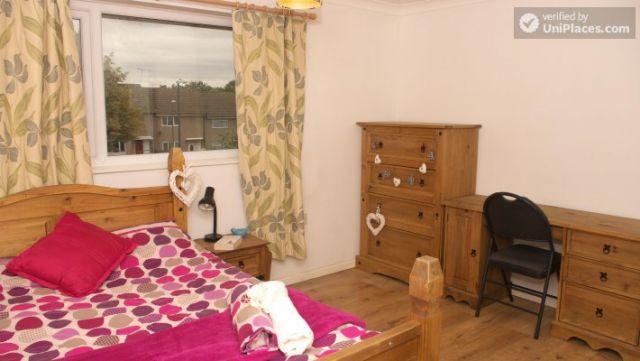 Double Bedroom (Room 3) - Elegant 3-bedroom house in Saint Ann's, Nottingham 3 Image