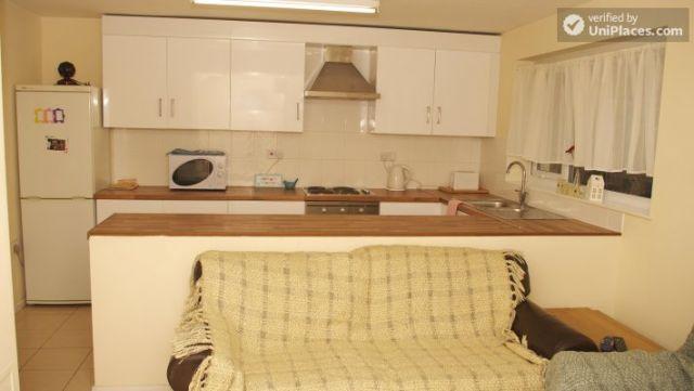 Double Bedroom (Room 3) - Elegant 3-bedroom house in Saint Ann's, Nottingham 5 Image