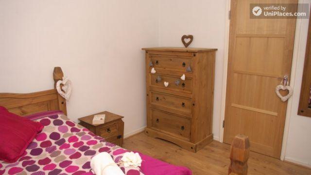 Double Bedroom (Room 3) - Elegant 3-bedroom house in Saint Ann's, Nottingham 12 Image