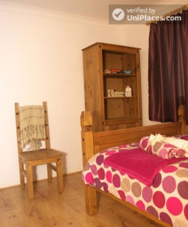 Double Bedroom (Room 3) - Elegant 3-bedroom house in Saint Ann's, Nottingham 8 Image
