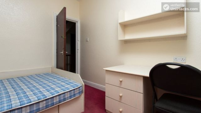 Double Bedroom (Room 3) - Charismatic 5-bedroom house in Headingley, Leeds 5 Image