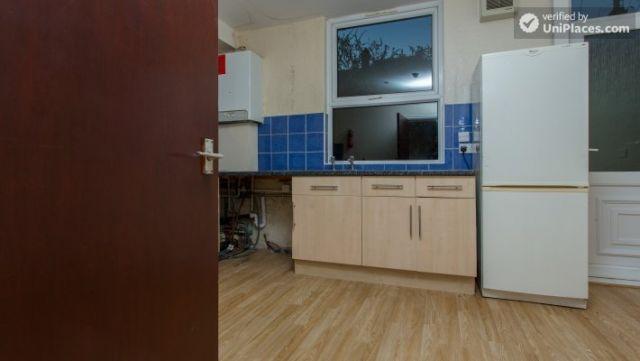 Double Bedroom (Room 3) - Charismatic 5-bedroom house in Headingley, Leeds 11 Image