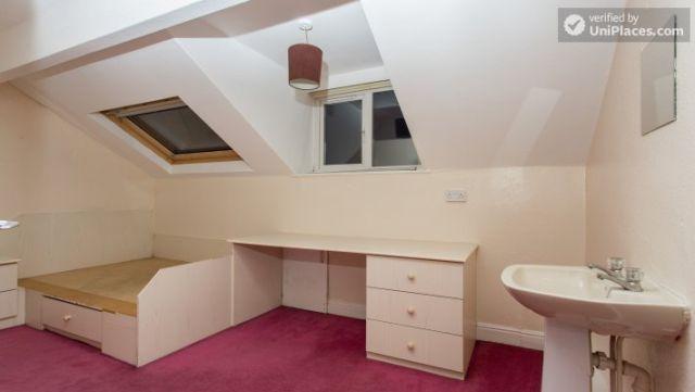 Double Bedroom (Room 3) - Charismatic 5-bedroom house in Headingley, Leeds 3 Image